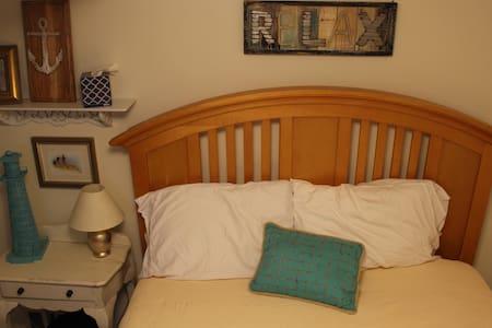 Cozy Private Basement Bedroom - Haus