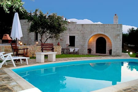 Traditional Stone Villa  with Pool  - La Canée