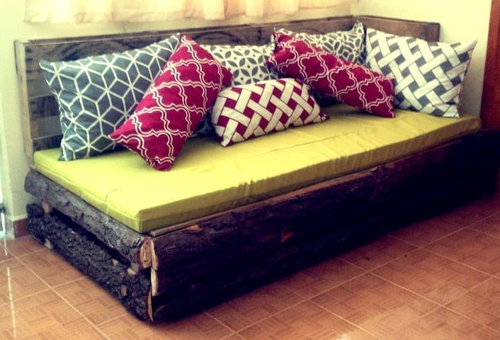 Sala: Sillón grande cómodo y original. (Área en común)