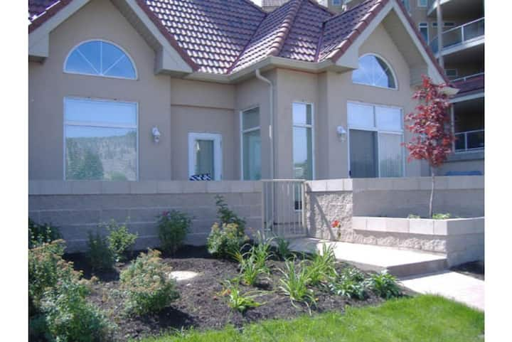 #101 Sunset Waterfront Resort Ground Level Townhouse Downtown Kelowna