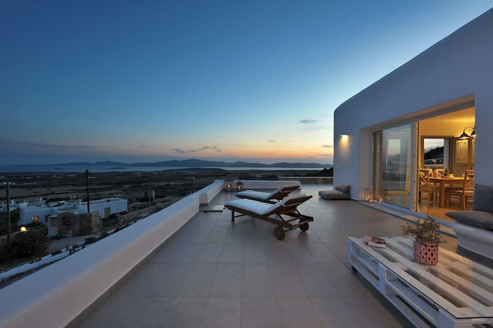 Modern House with amazing view in Paros