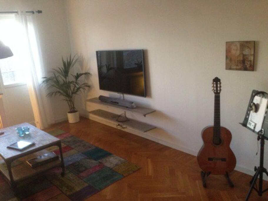 TV eller klinka på gitarr