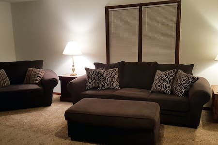 Peaceful spacious 2BR home minutes from Tinker AFB
