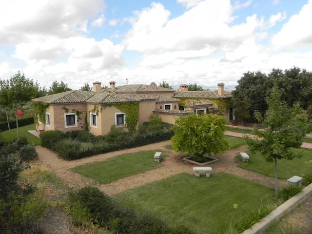 Country House with 90hc near Madrid - La Torre de Esteban Hambrán - Hus