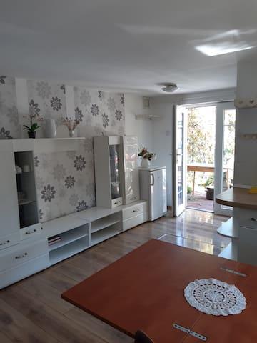 Kis kertes Mini Apartman