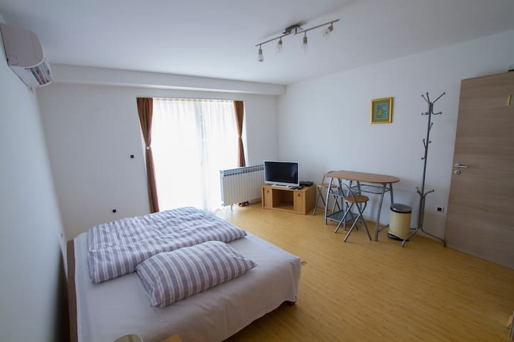 Garden Rooms Pleso 1 - Velika Gorica - Apartment