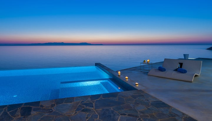 Sea front lux villa★Heated pool★Direct access sea