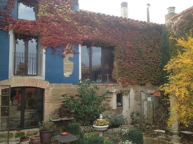 Casa con capilla y buen jardin