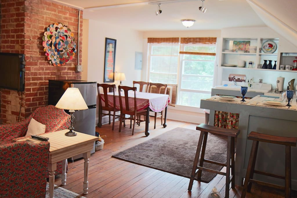 1 br apt above coffee shop apartments for rent in for Shop with apartment above