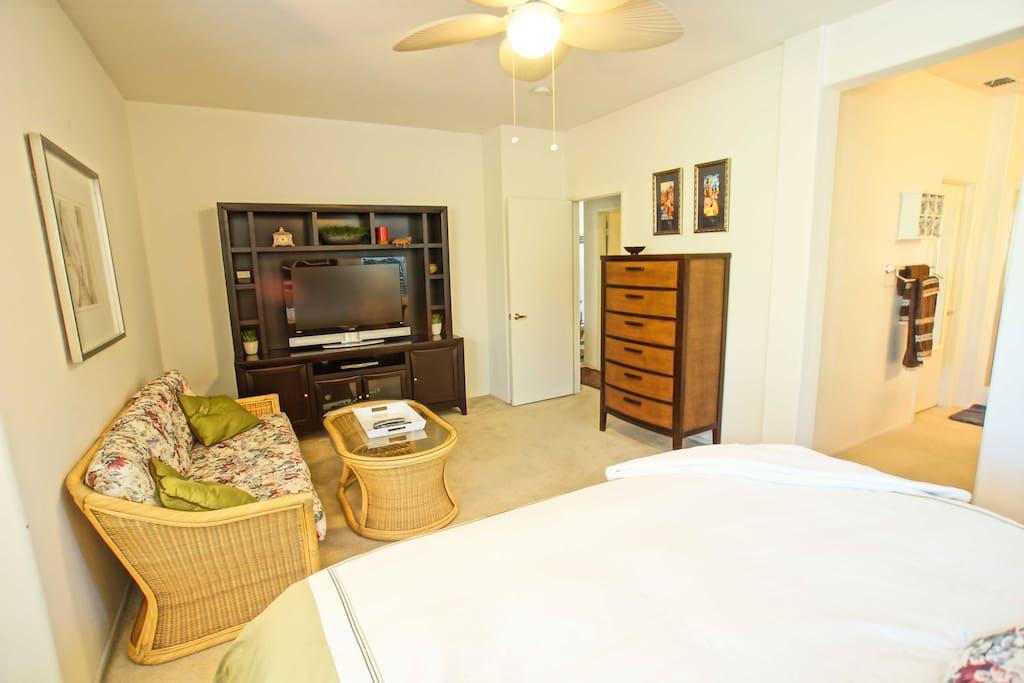 Master Bedroom - Sitting area, LCD TV