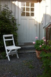 Charming cottage next to greenhouse - Nacka - Chalet