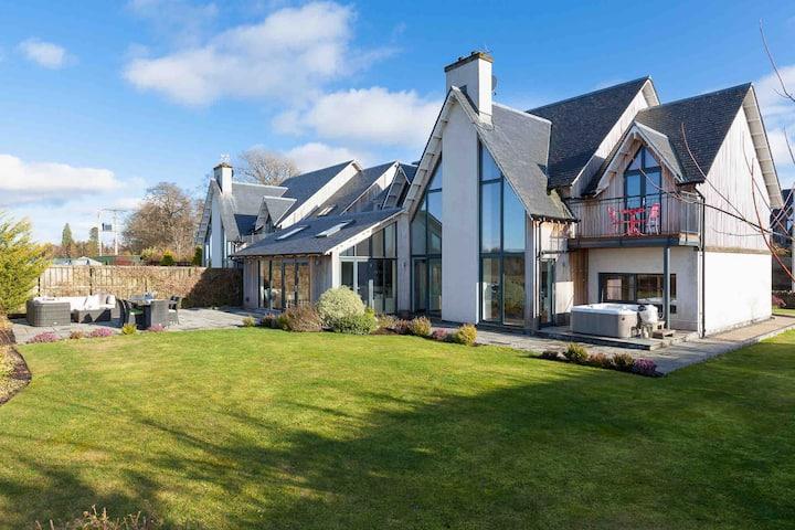 Stunning Home w/hot tub & garden by Gleneagles