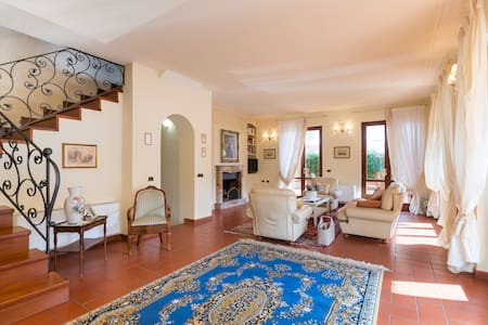 A/C Tuscan cozy villa strategic position for trips