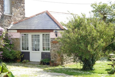 Jingle House Roseland Peninsula Breakfast included - Tregony Truro - ที่พักพร้อมอาหารเช้า