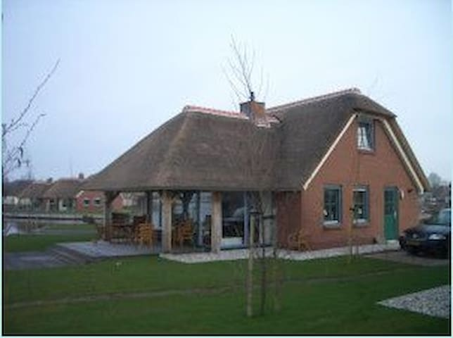 lovely villa directly to giethoorn (lakeview) - Wanneperveen - Rumah