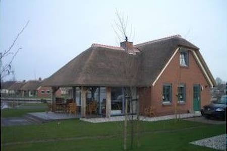 lovely villa directly to giethoorn (lakeview) - Wanneperveen - 一軒家