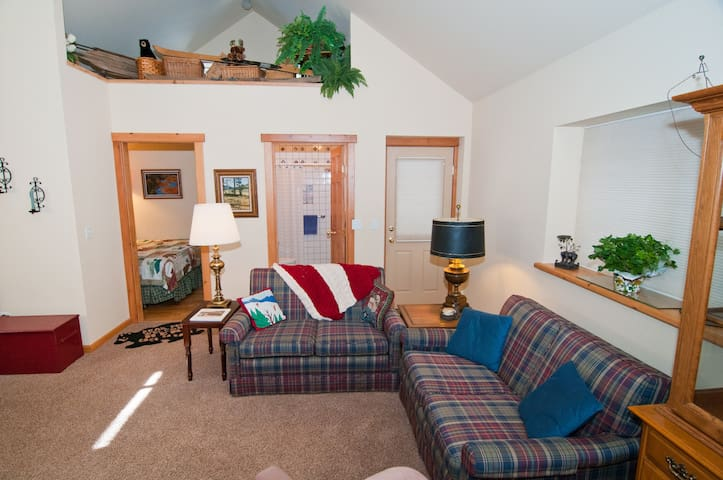 It's Suite! Perfect Place for Two! - Sunnyside-Tahoe City - Talo