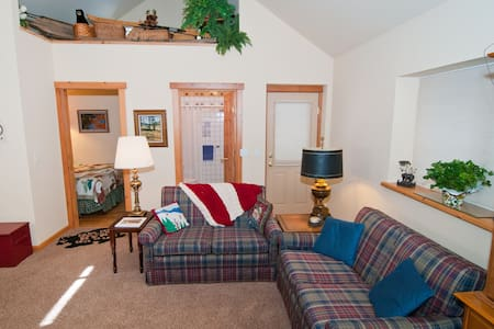 It's Suite! Perfect Place for Two! - Sunnyside-Tahoe City - Hus