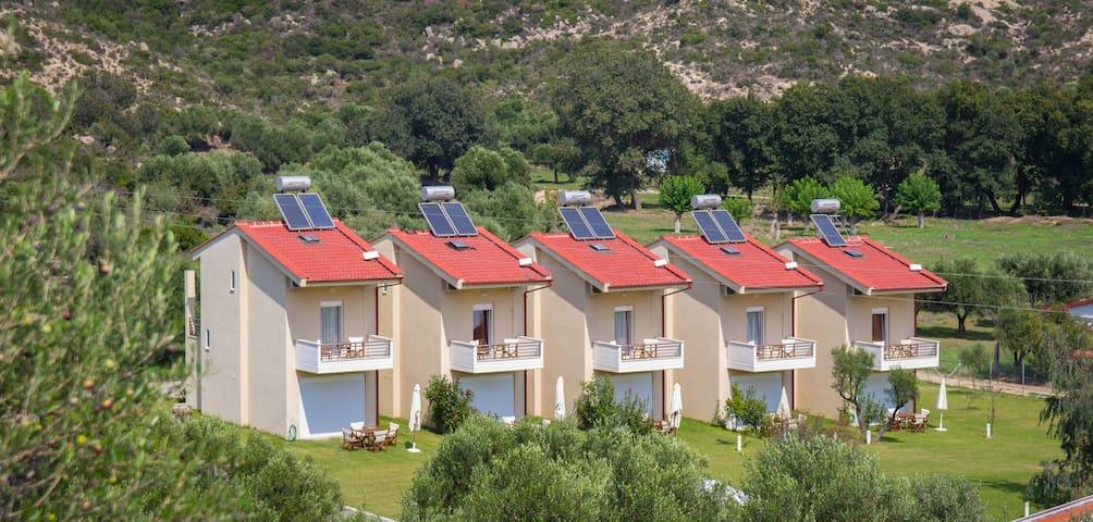 ENJOY YOUR HOLIDAYS IN GREECE - Toroni - Villa