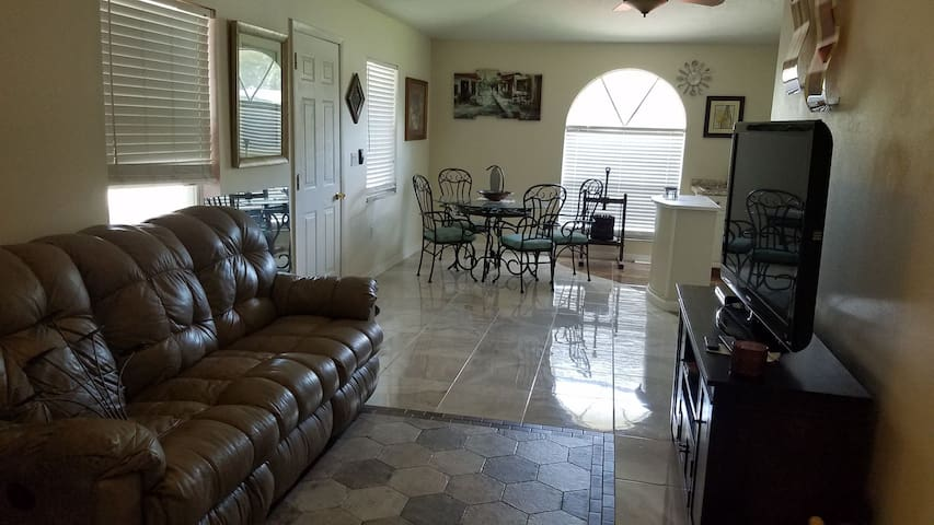 Beautiful half of a house apartment in Sarasota FL
