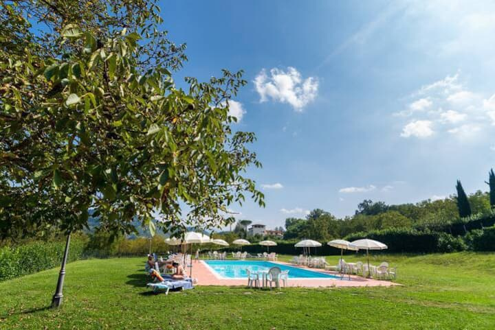 Farmhouse stay in Tuscany with pool and tennis