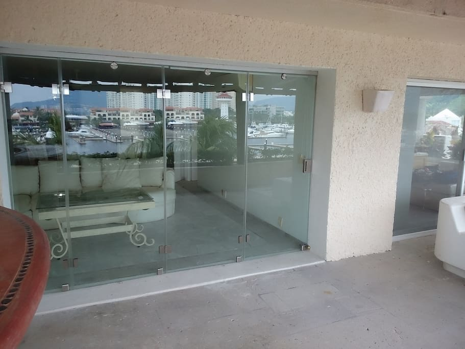 Glass door can be opened fully