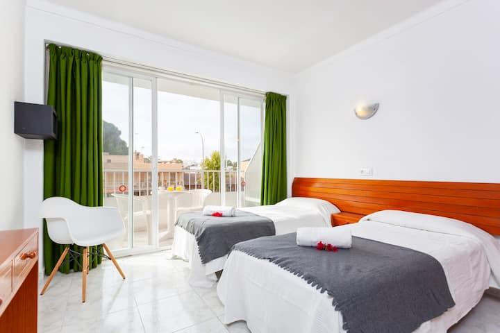YourHouse Africamar double room with balcony