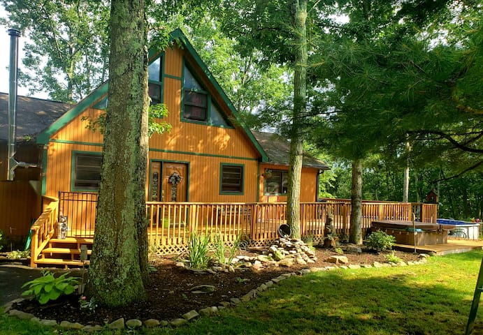 Secluded Log Cabin in the Heart of the Poconos
