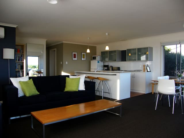 Coorong Waterfront Retreat, holiday house.