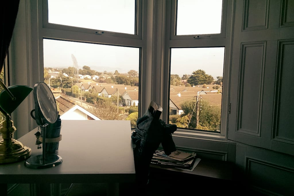 A bright muti-purpose desk, great for writing, applying makeup or simply enjoying the view.