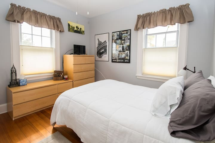 Whaling City 2nd Floor Double Bed - New Bedford