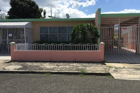 SpaciousHouse close to town uprm and 5m drive beac - 馬亞圭斯(Mayagüez) - 獨棟