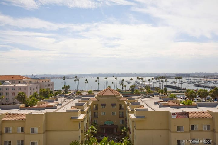 2bd/2.5ba in Heart of Little Italy with parking - San Diego - Lakás