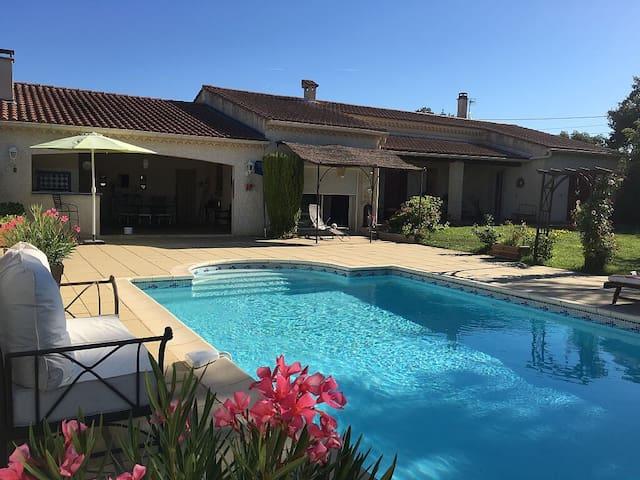 Villa et piscine privative : Soleil de l'hermitage