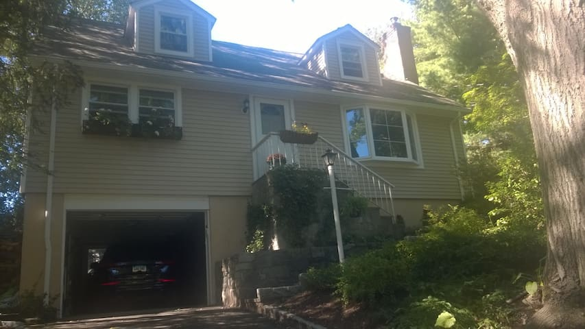 Cos Cob CT 3 Bedroom, 2 full baths