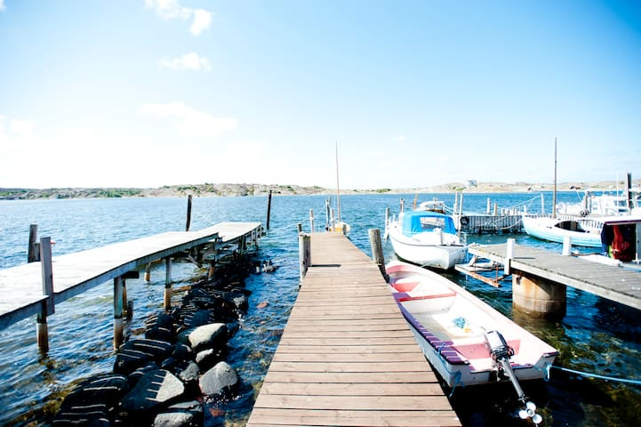 Havsnära hus med egen sjöbod och båt