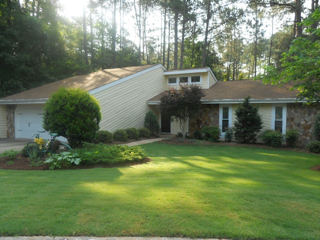 A Place to Work, Play, Golf, Relax - Peachtree City - House