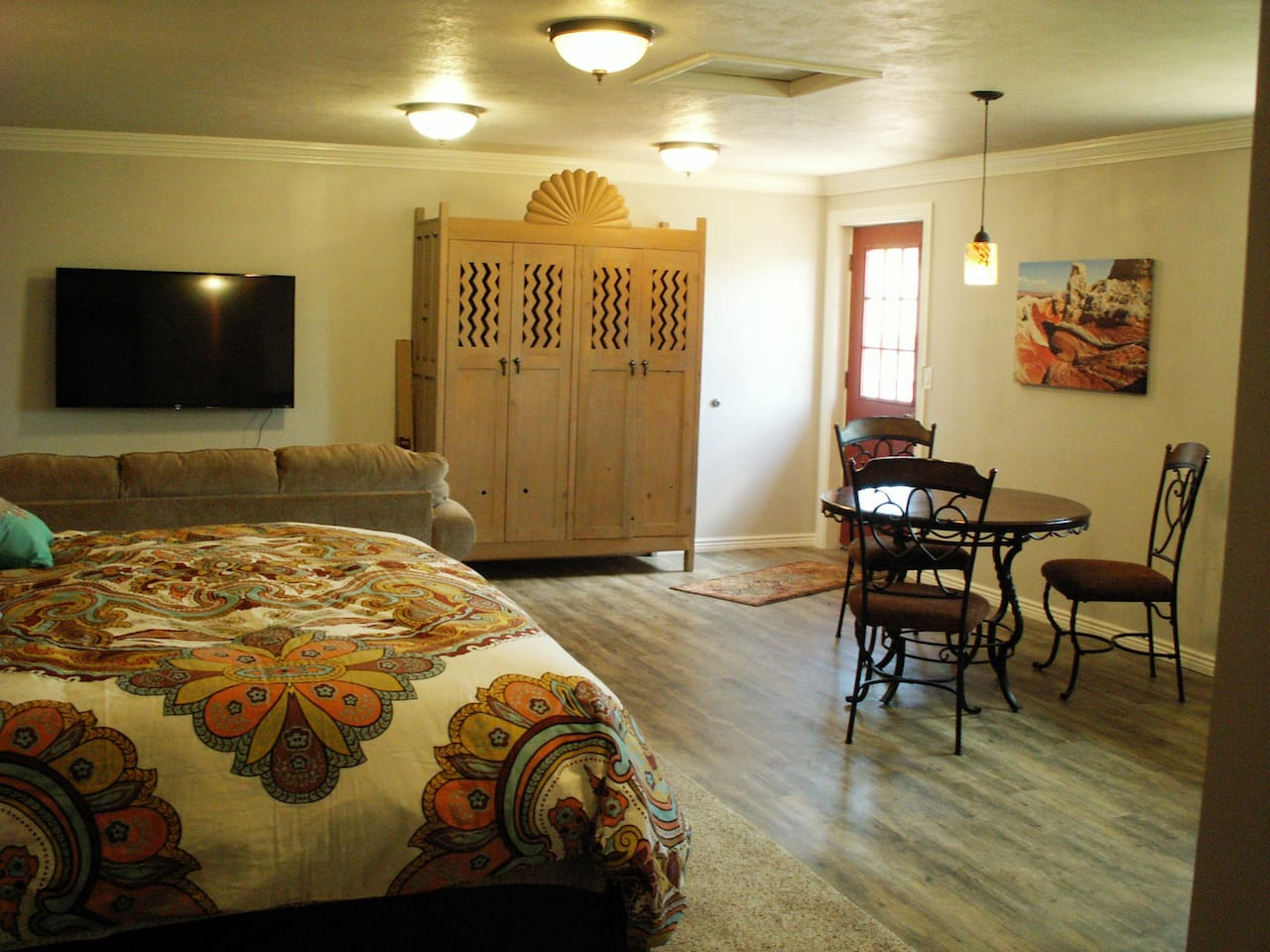 Sun Cottage is a spacious studio apartment.