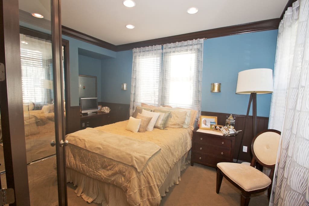 TV/DVD combo, desk with drawers, closet, nightstand with generous drawers. first floor guestroom