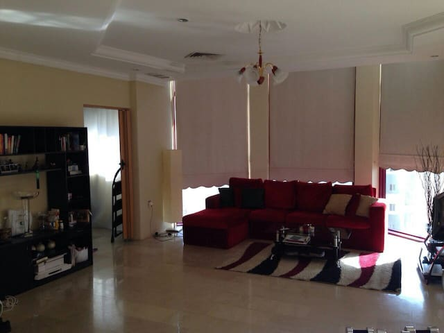 Spacious Apartment, Great Location - Hawally Governorate, KW - Byt