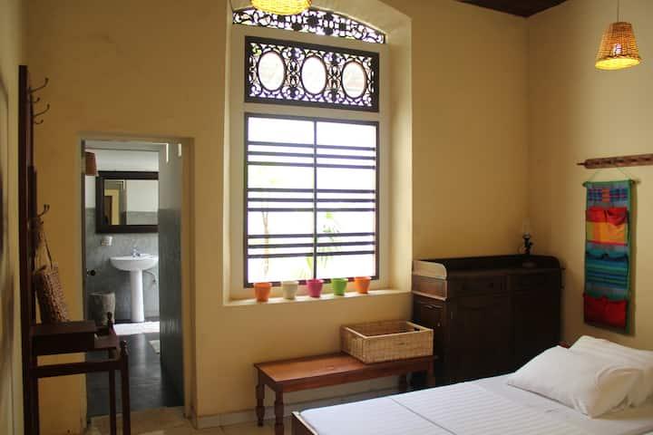 Cosy Private room near beach