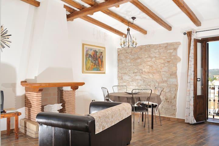 casa dell'800 in pietra, panoramica - Baunei - Apartemen