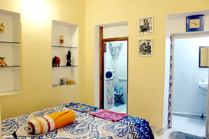 Peaceful, Superb Location, Incredible Amenities - Kolkata - House