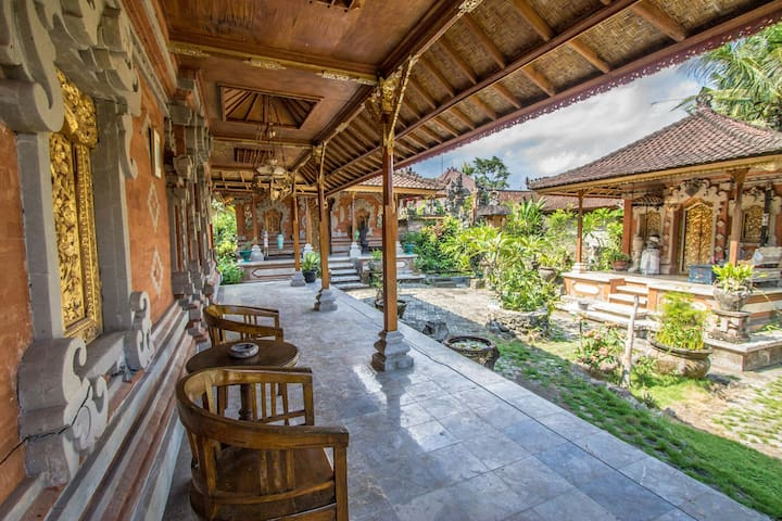 Balinese Homestay with 2 Bed Private Room