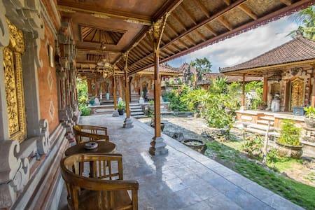 Griya Taman Sari - Ev
