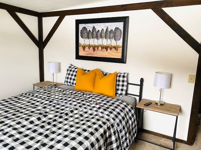Master bedroom. New Queen bed.