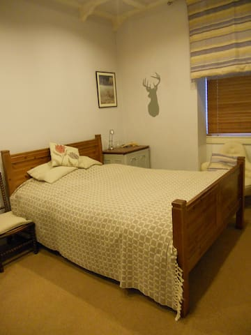 QUIET DOUBLE ROOM IN A COTTAGE