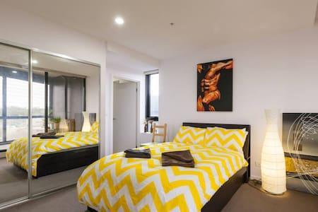 Private Ensuite Bedroom+WIFI, Convenient Location. - North Melbourne - Apartment