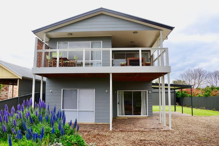 Heaven on Herbert in Normanville's Best Spot! - Normanville - House