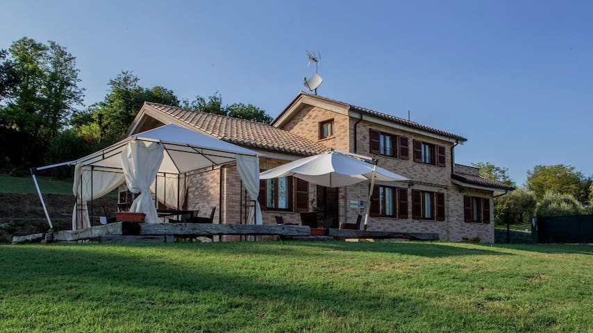 Villa Domus with pool, live a feeling of warmth